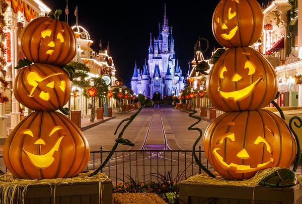 empty-main-street-castle-framed-by-pumpkins-M